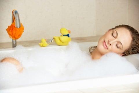 女性 入浴 お風呂