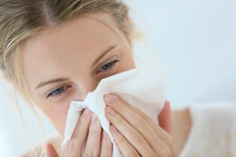 女性 鼻血 ティッシュ 風邪