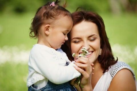 女性 母親 女の子 子供 笑顔