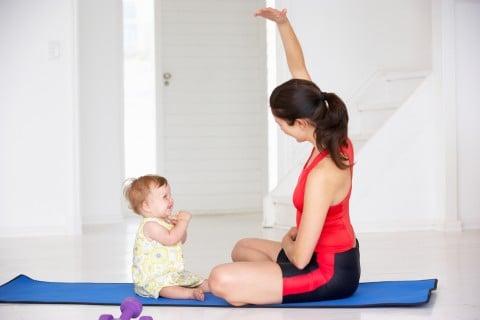 女性 母親 運動 赤ちゃん