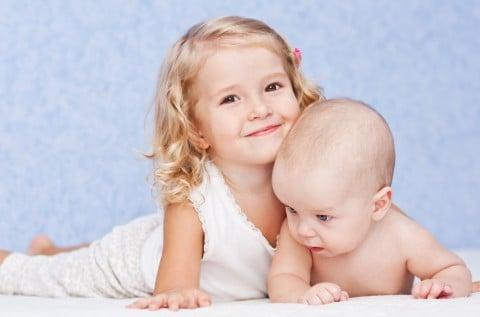 女の子 赤ちゃん 兄弟