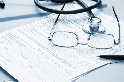 医者 カルテ 眼鏡 聴診器 病院