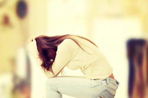 悲しい 不安 女性 痛み