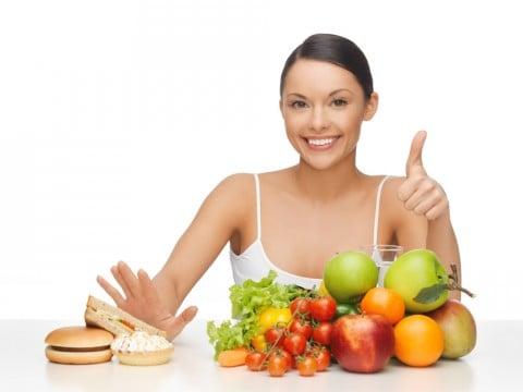 女性 食事 フルーツ 野菜 炭水化物 低炭水化物