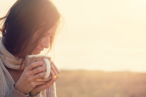 女性 紅茶 飲む 飲み物
