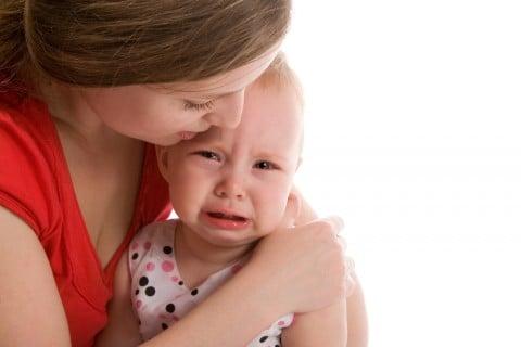 赤ちゃん 涙 泣く