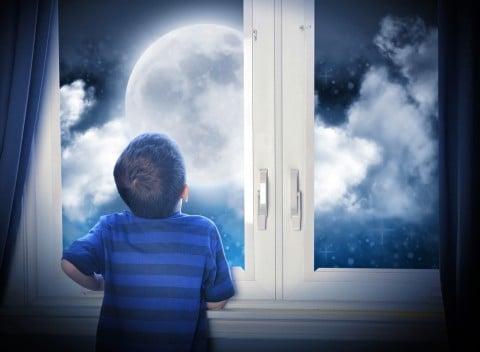 男の子 月 夜空 空想