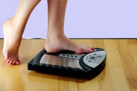 女性 体重計