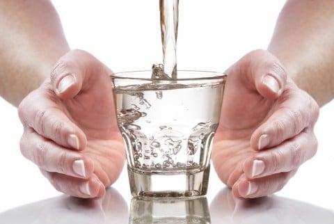 水 コップ 増加