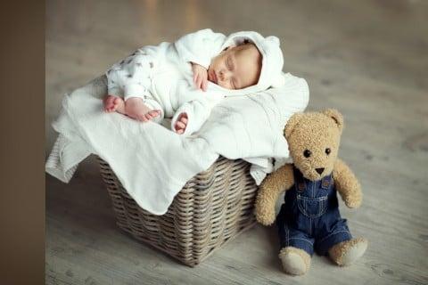 赤ちゃん ベッド 寝る タオル
