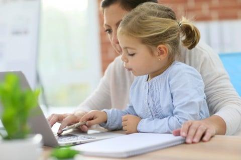 女性 子供 女の子 パソコン 調査