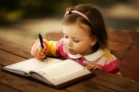 女の子 ペン 勉強