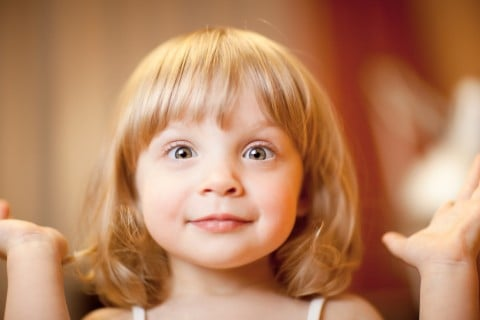 子供 びっくり 女の子 驚き