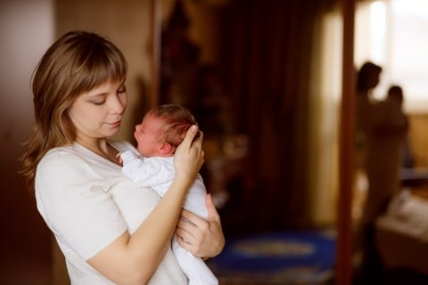 授乳 抱っこ 新生児