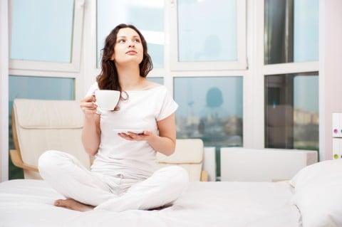 女性 お茶 コーヒー