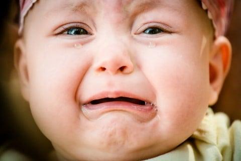 赤ちゃん 熱 涙 泣く