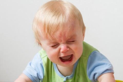 赤ちゃん 暴れる 泣く