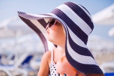 女の子 水着 帽子 海