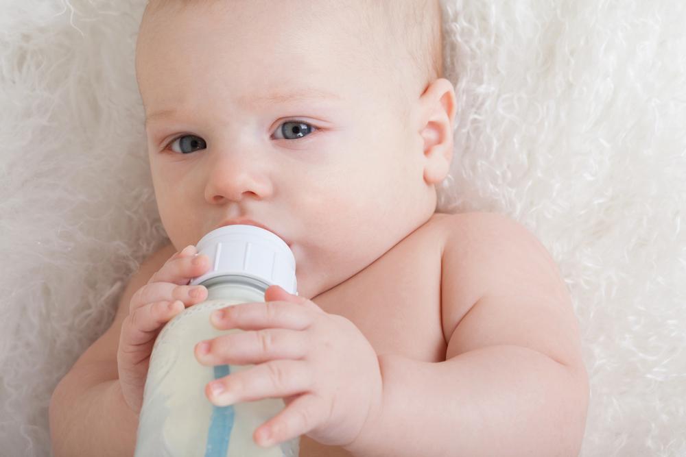 新生児・赤ちゃんがミルクや母乳を吐く原因は?噴水状に吐く ...