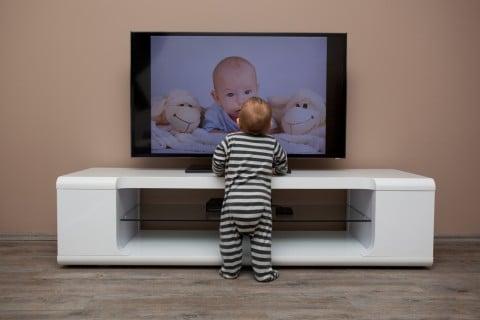 テレビ 新生児 赤ちゃん 視聴 TV