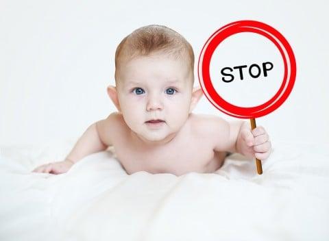 赤ちゃん ストップ 止める 静止 デンジャー 危険 防止 予防 注意