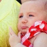 赤ちゃん 泣く 子供 乳幼児 抱っこ 不安