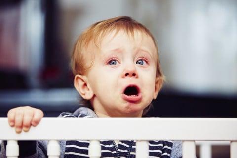 赤ちゃん 泣く 泣き顔 不安
