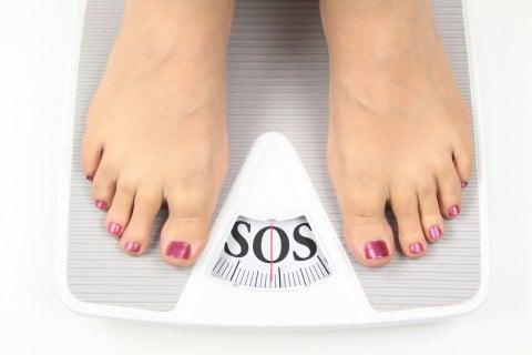 ダイエット 体重計 SOS 女性