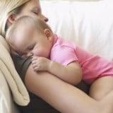 赤ちゃん ママ 抱っこ 睡眠 寝る