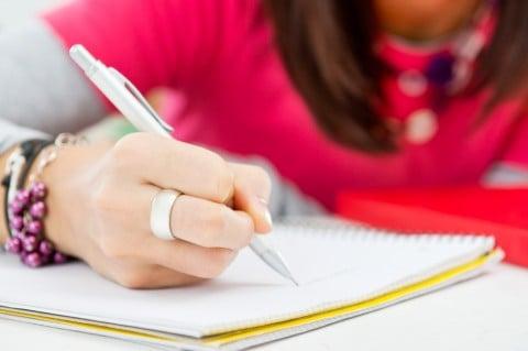 女性 ノート ペン