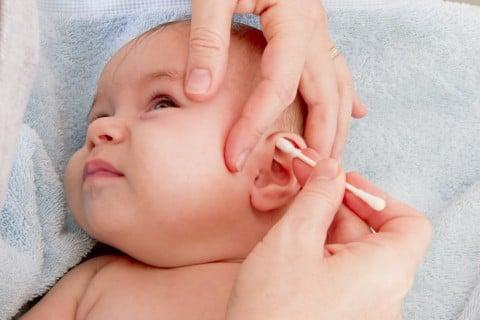 赤ちゃん 新生児 耳 掃除 綿棒 耳掃除