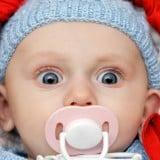 赤ちゃん おしゃぶり 驚き びっくり