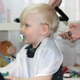 赤ちゃん 子供 散髪 ヘアカット 切る 髪の毛切る 美容院 床屋