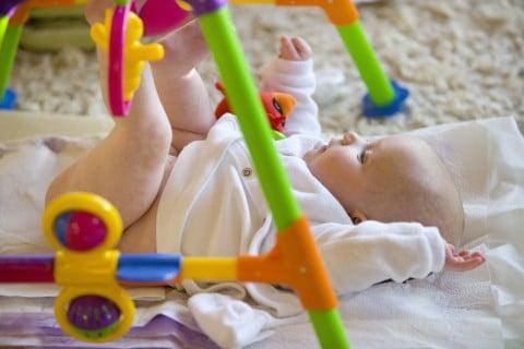 赤ちゃん ベビージム遊び
