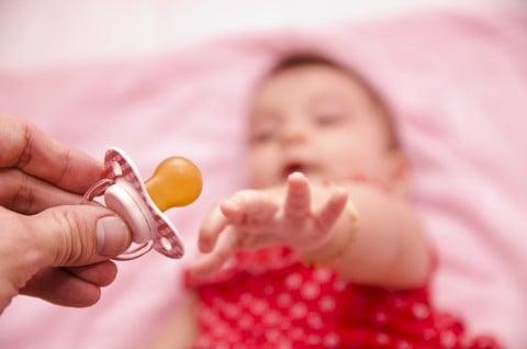 おしゃぶり 赤ちゃん 要求