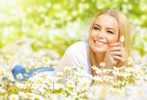 女性 元気 爽やか 健康 笑顔