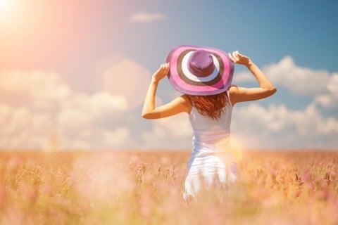 健康 女性 元気 外 太陽 ハッピー