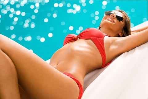 女性 体 海 元気 健康 日焼け バカンス