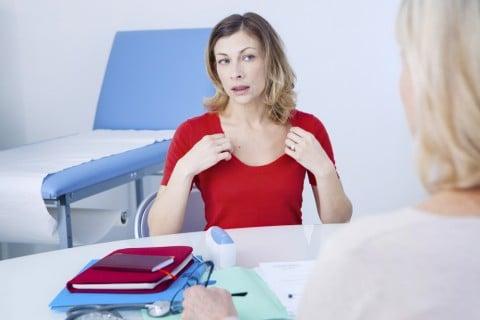 女性 更年期 病院 医師 相談 受診