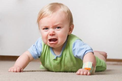 赤ちゃん 泣く 泣き顔 ずりばい