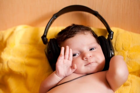 赤ちゃん 聴力 耳 ヘッドフォン 聞く 聴く