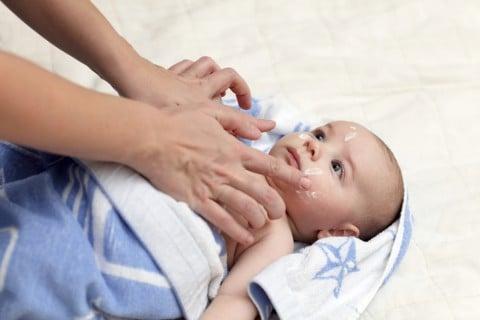 赤ちゃん 保湿剤 顔 ケア