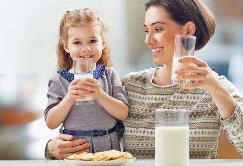 赤ちゃん 子供 ママ 牛乳