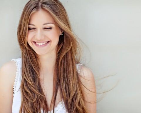 女性 笑顔 幸せ 元気 健康 リラックス