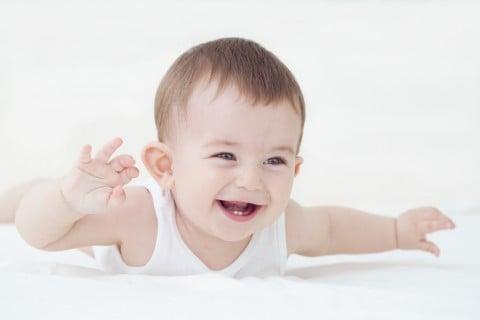 赤ちゃん 笑顔 首