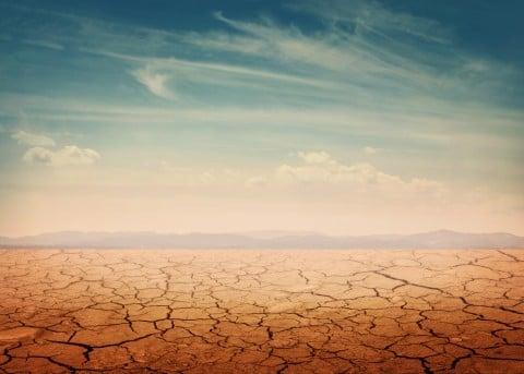 乾燥 荒廃 荒れる 大地 空 イメージ