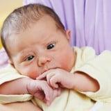 赤ちゃん 寄り目