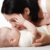 赤ちゃん ママ 目 チェック 確認 親子 スキンシップ