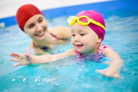 赤ちゃん ママ プール 水 水着 水泳