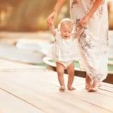 赤ちゃん 歩く ママ